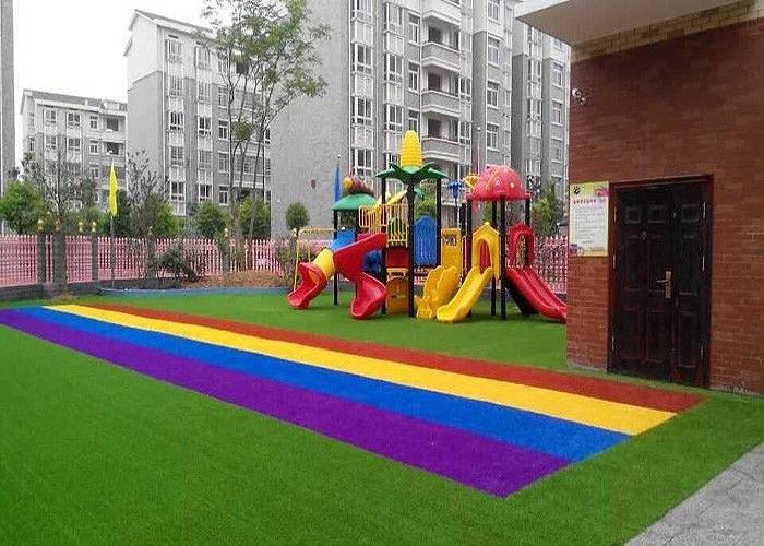Детская площадка на искусственном газоне